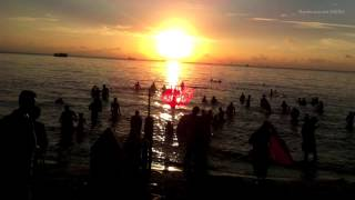 lovely planet timelapse - Ablution in the sea at Sunrise Rameswaram INDIA