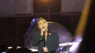 Morrissey-INTRO/HAND IN GLOVE*[The Smiths]-May 7, 2014-City National Civic San Jose CA-MOZ Marr-Live