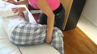 Posedanje oskrbovanca s postelje na stol