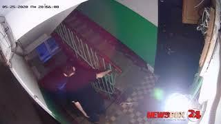 Жительницу Владивостока спустили с лестницы после того как она «напрудила» в подъезде