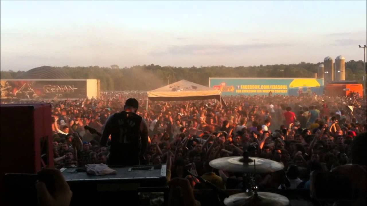 A DayTo Remember circle pit/wall of death warped tour '11 ...