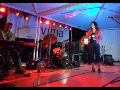 Smile - by Zara R. et Haja Rakotonimanga (Live Madajazzcar 2012)