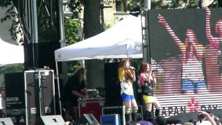HALCALI's performance at Japan Day NYC in 2008!! Song: Twinkle Star.