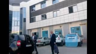 Călin Popescu Tăriceanu şi-a reînnoit permisul de conducere și a păcălit coada de o mie de persoane
