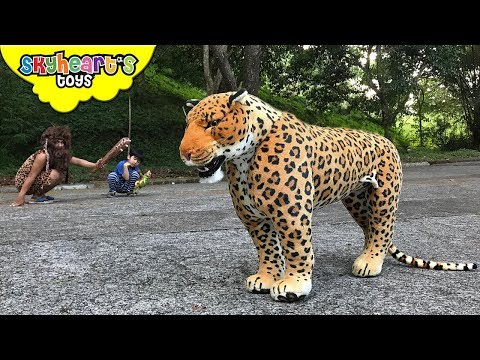 JAGUAR Chasing A CAVEMAN   Skyheart And Daddy Found Wild Animal Cheetah Leopard Toys Kids