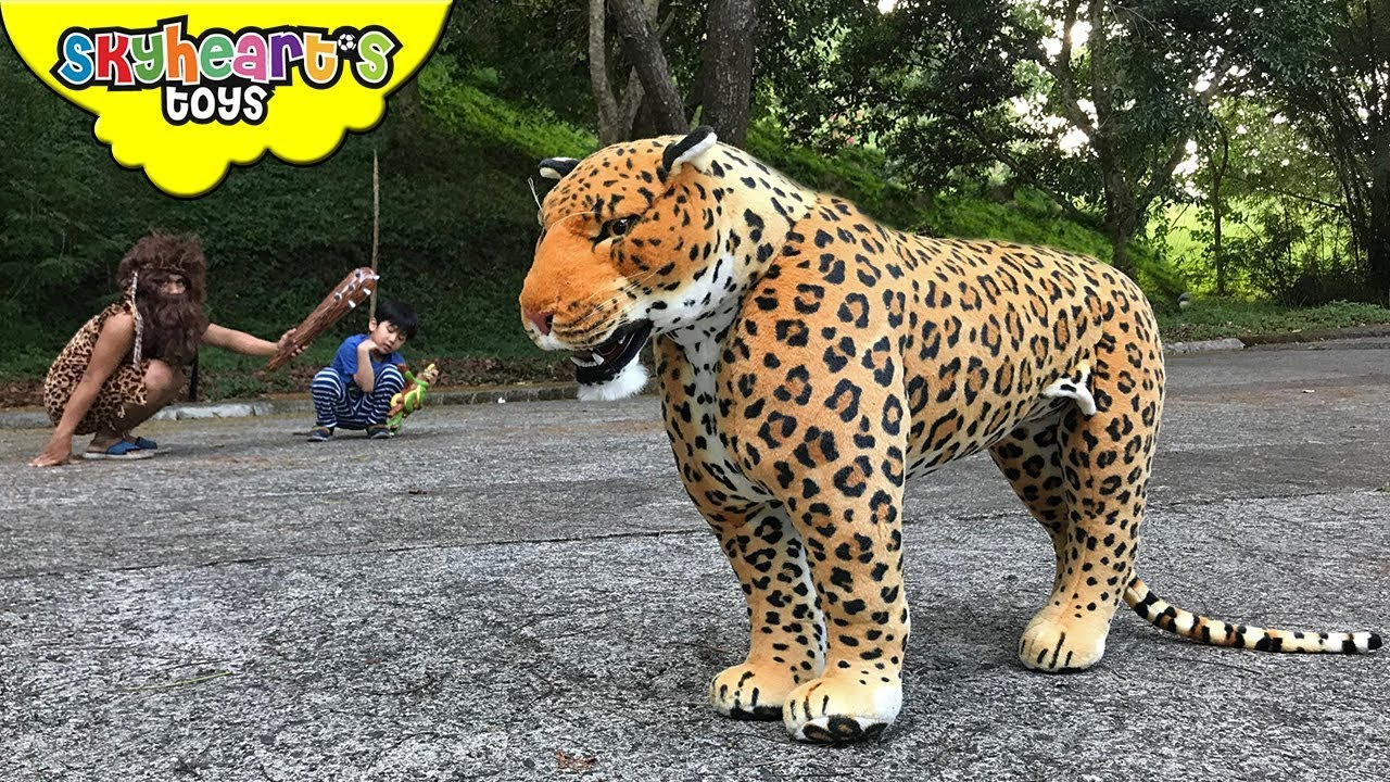 JAGUAR Chasing A CAVEMAN | Skyheart And Daddy Found Wild Animal Cheetah  Leopard Toys Kids