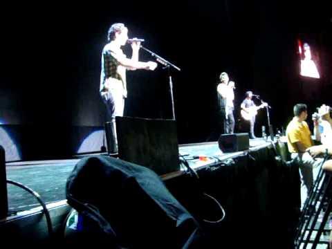 Jonas Brothers Album's Medley - Boston 8/25/10 front row!
