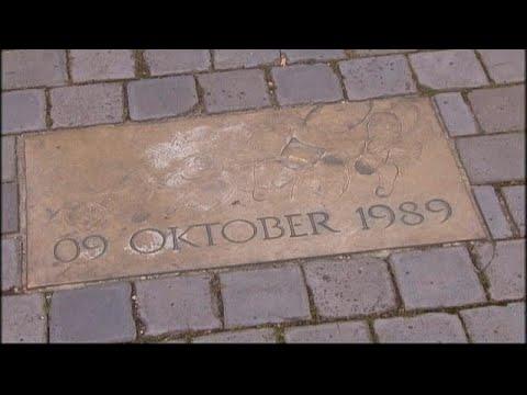 O muro começou a cair há trinta anos