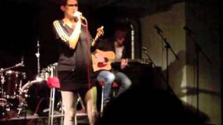 Simoon de Wit zingt de cover 'Amy Winehouse - Stronger Than Me' op ...