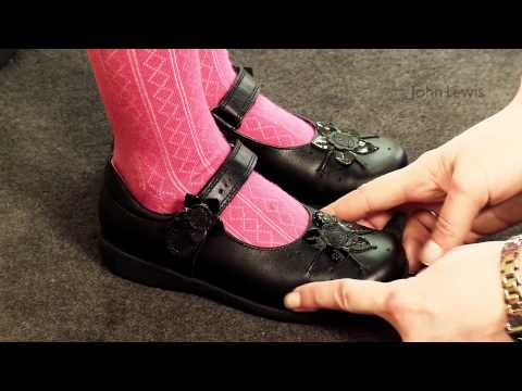how-fit-a-girls-shoe