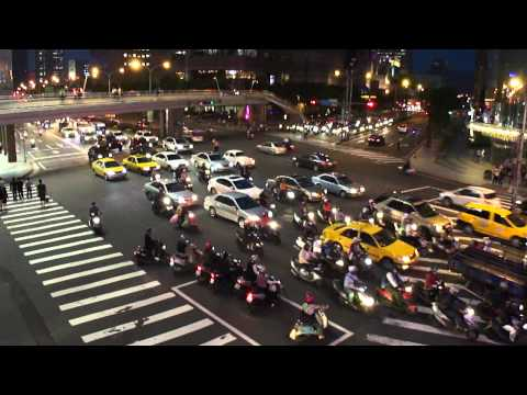 At a crossing in Taipei.MP4