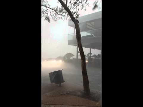 Must See !! EPIC Brisbane Storms 27/11/2014 Wait until around the 1 min mark