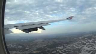 Взлет самолета Boeing 747-400 из аэропорта Анталья, на 6:37 удар молнии в крыло.