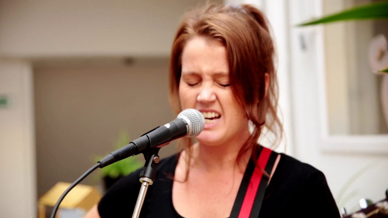 Steph Grace - As Far As I Can Go - Indies Keeping Secrets Brussels