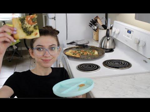 making pesto pizza