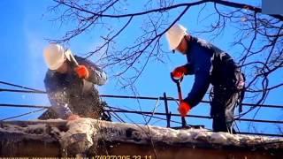 видео Уборка снега с крыш, удаление наледи и сосулек.