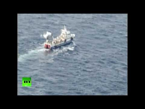 Russian trawler rescue op in Sea of Okhotsk (EMERCOM footage)