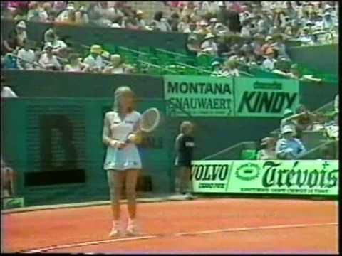 Chris Evert wins record-tying 5th French Open, defeating Mima Jausovec in 1983.
