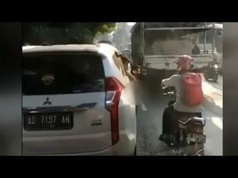 Viral! Video Mahasiswa Tembak Pengendara Motor di Solo Mp3