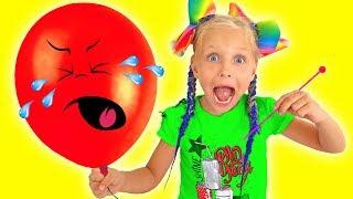 Алиса лопает шарики