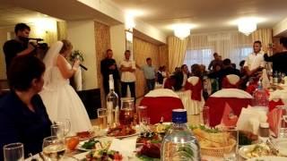 доча подарила песню отцу на свадьбе)))