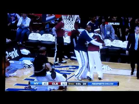 Delonte West Cavs Dunk on McGrady - Bench going nuts!