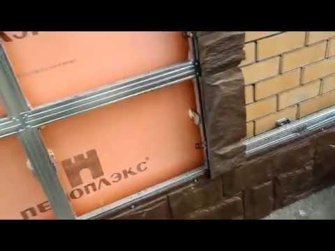 Как крепить цокольный сайдинг к стене