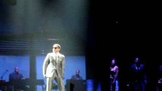 Maxwell Intro to Concert - Sumthin Sumthin Live