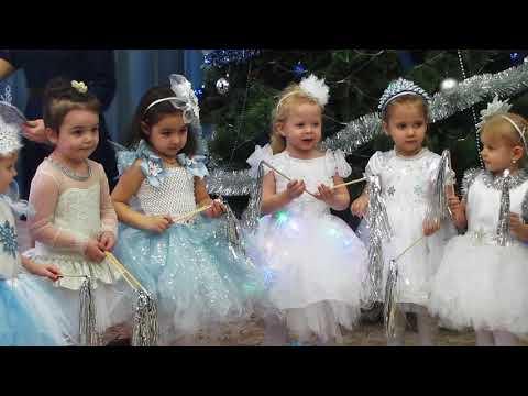 Танец снежинок в детском саду №12