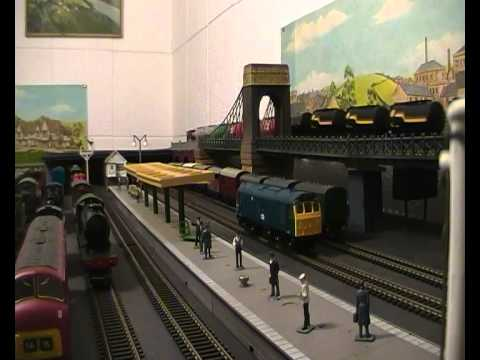 ,5 ENGINES RUN ON 4 TRAINS 14 WAGON OIL,PARCELS AND 2 PULLMANS.