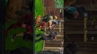 PMC jouant Fortnite (Gets VERY LOUD)