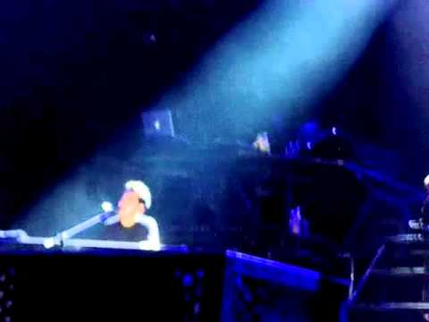 In Between (world premiere) - Linkin Park (live in Cologne 2008)