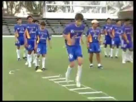 Ejercicios de coordinacion futbol youtube for Aparatos de ejercicio
