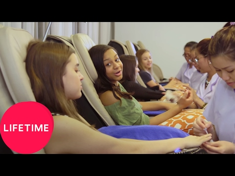 Dance Moms: Girls' Day Off - Spa Time | Lifetime