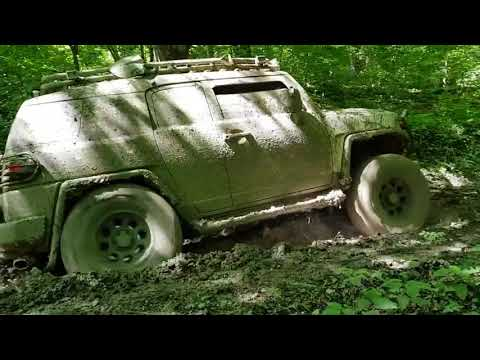 [4x4] Toyota Fj' Adventure Off-road In Forest [4x4]. Deep Muddy