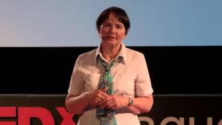 Země nad hlavou | Radka Máchová | TEDxPragueWomen