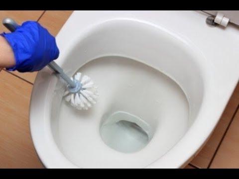 De badkamer schoonmaken