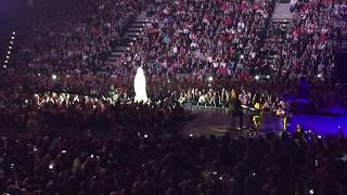 Katy Perry speaking Czech language (PRAGUE)