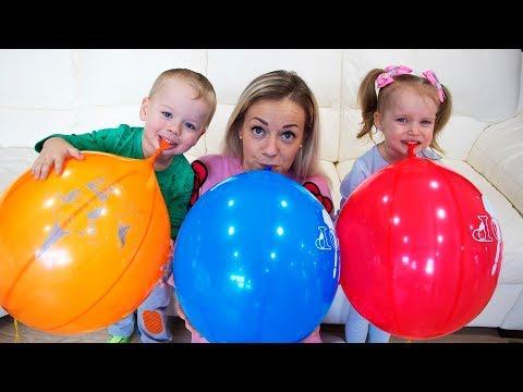 Gaby Alex and Mommy playing with Balloons