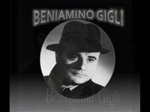 Beniamino Gigli sings