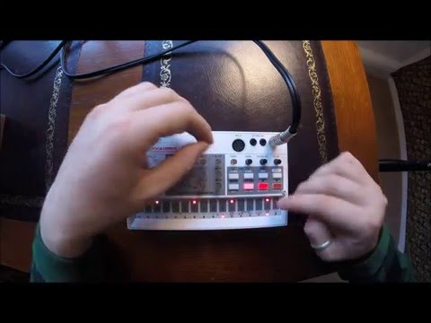 Korg Volca Sample Demo: Making Fat Techno in under 5 minutes (Improv) [By Schtang]