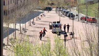 Protección Civil de Yuncos (Toledo) baila a los niños de la localidad