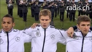 David Garrett spielt die deutsche und niederländische Nationalhymne beim Fußball Länderspiel
