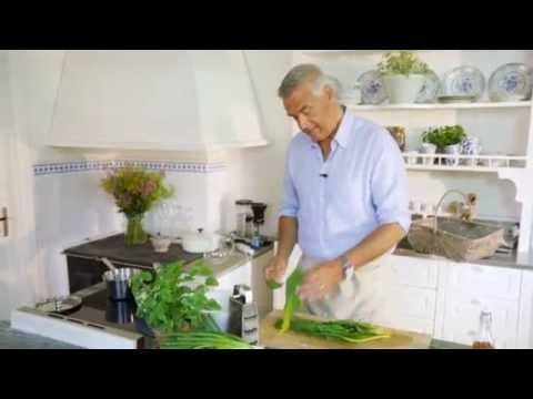 Ernst lagar brunch med omelett och marmelad - Sommar med Ernst (TV4)