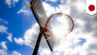 滋賀県長浜市の総合公園「奥びわスポーツの森」で、移動式のバスケット...