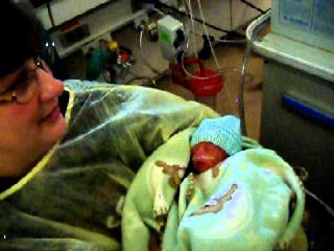 26 week preemie twins, 4 days old - YouTube