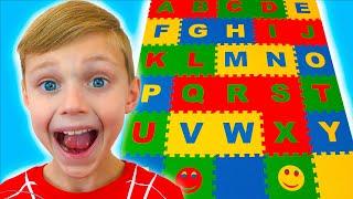 Учим английский алфавит c детской песенкой пять маленьких обезьян. Долгуники - детские песенки
