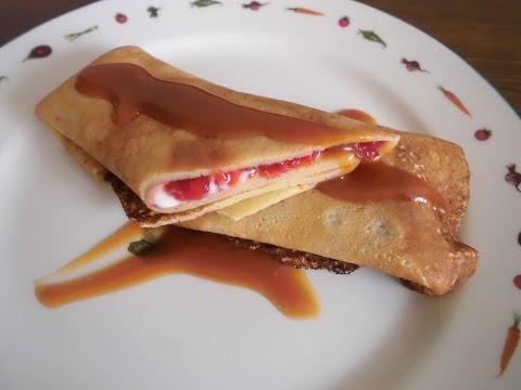 Crêpes con mermelada de fresas (casera), chantilly y salsa toffee