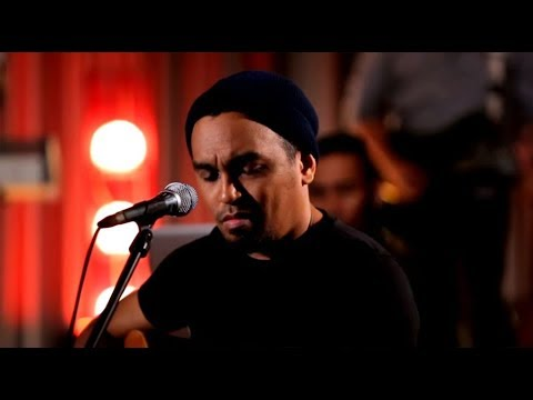 Glenn Fredly - Bongkar - Iwan Fals Cover (Live at Music Everywhere) * *