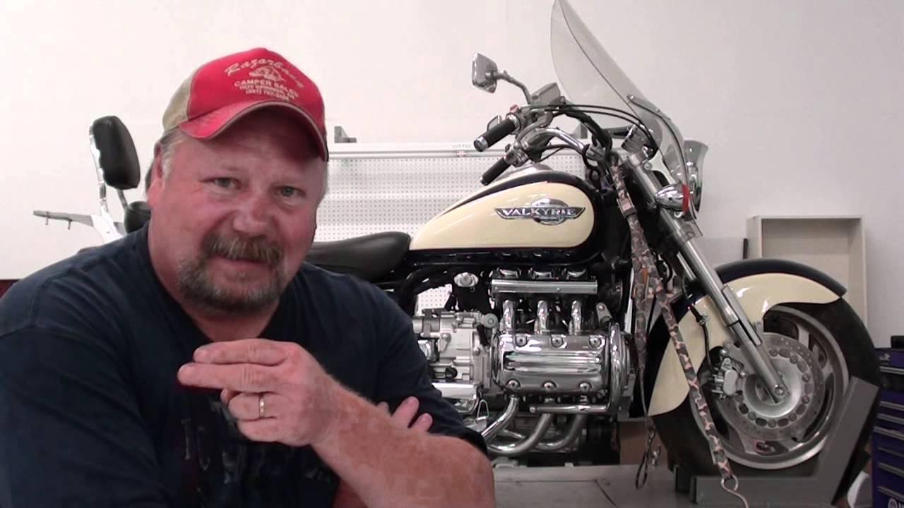 SOLVED: 1997 Honda F6 C Valkyrie remove the carburetors - Fixya